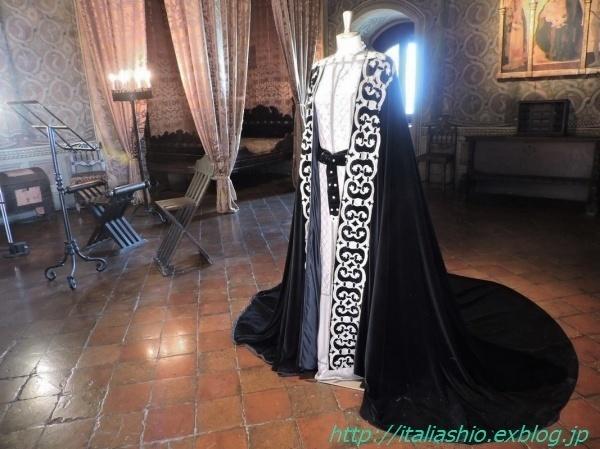 1-7 Costume di scena Francesca_GF.jpg