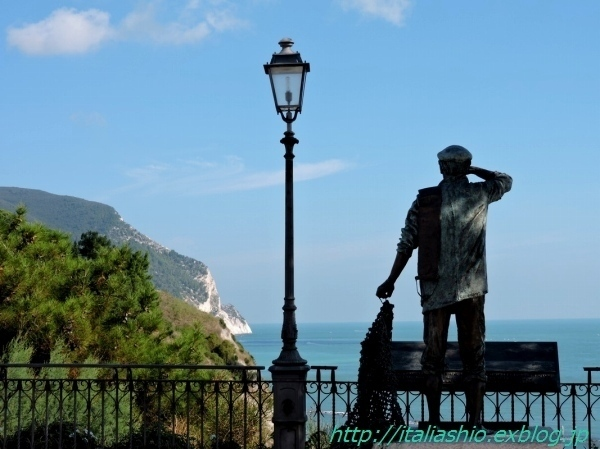 16-5 Sirolo monumento al pescatore_GF.jpg