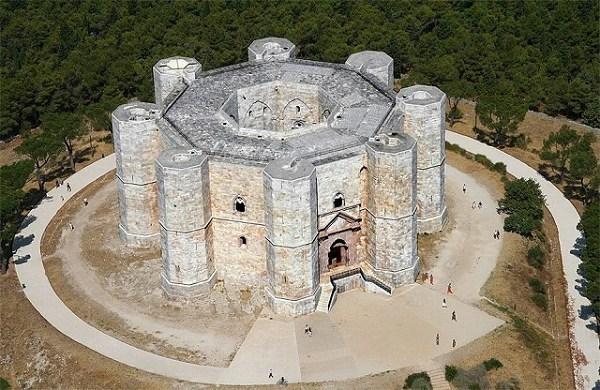 2-1-Castel del Monte -Andria-Bari.jpg