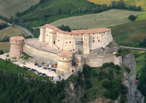 3-Rocca di San Leo -Pesaro Urbino.jpg