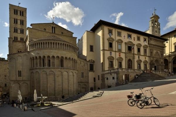 9-Piazza Grande.jpg